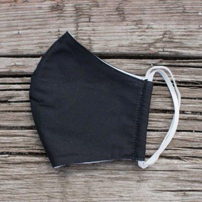 Gesichtsmaske aus schwarzem Stoff